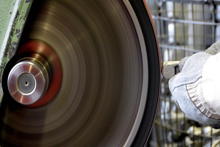MetallgiessereiMetallgießerei Chemnitz putzen von Aluminium Gussteilen Chemnitz Putzerei